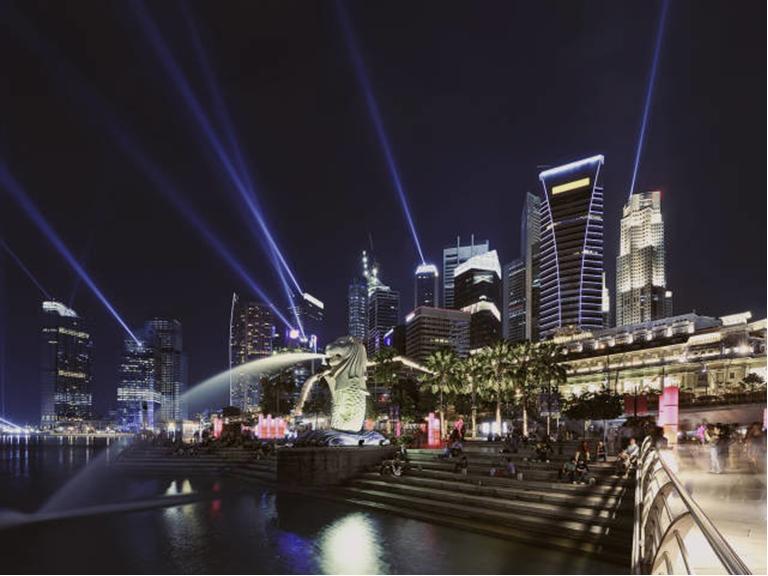 ③一睹新加坡地标:克拉码头,鱼尾狮像公园等;   ①夜间野生动物园是